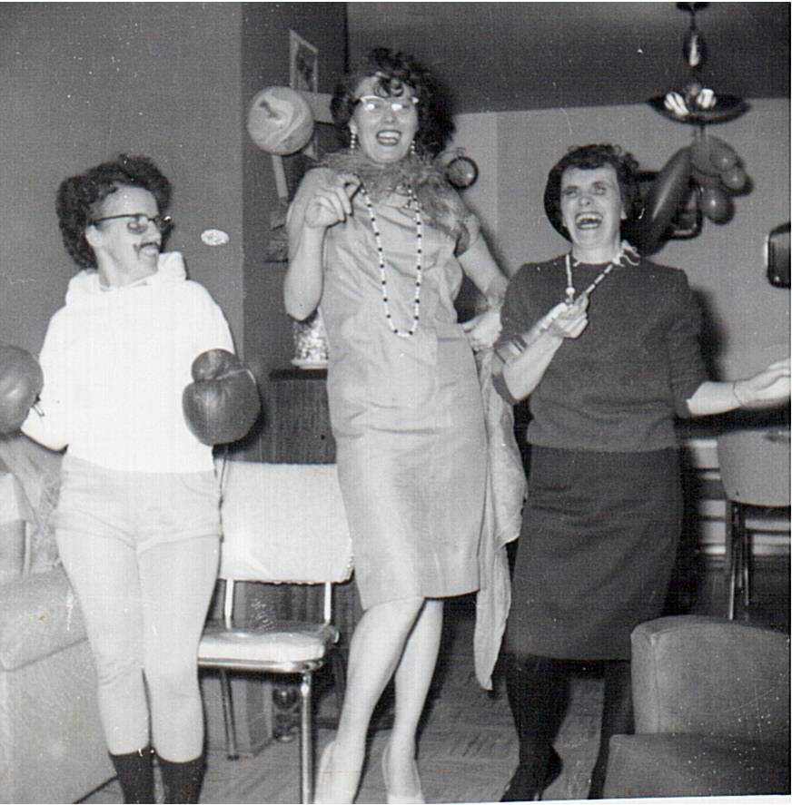Halloween 1961-l-r-Norma Walls-Kay Hanson-Mary Will