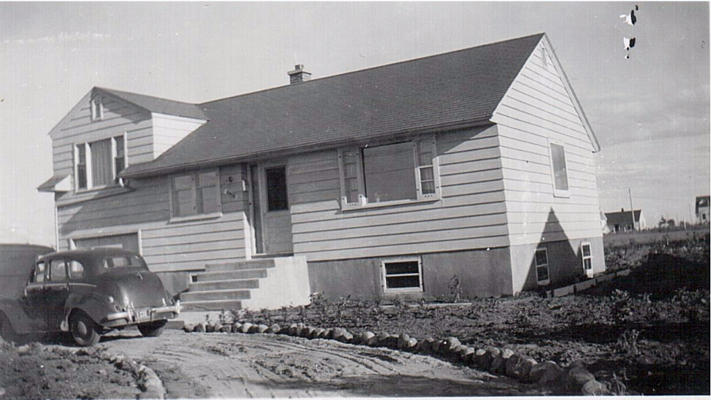 Hirsch front yard 3141 11th St 1955 001