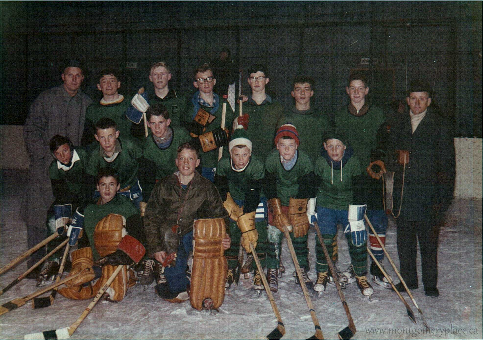 Moonie-Family-3149-11th-St-Hockey-team-c1960-300dpi