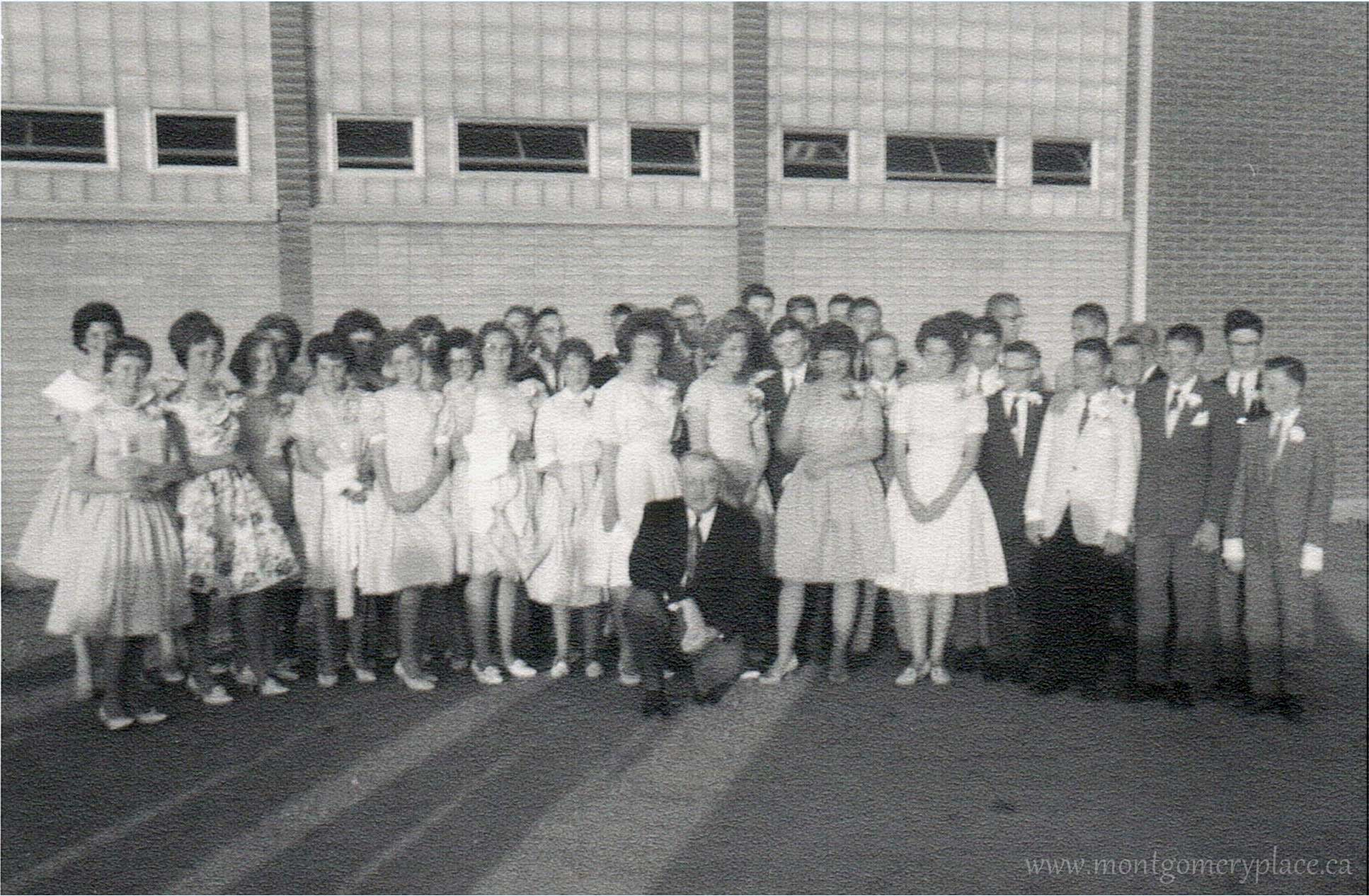 Moonie-Family-3149-11th-St-Montgomery-School-Gr-8-Grad-1961