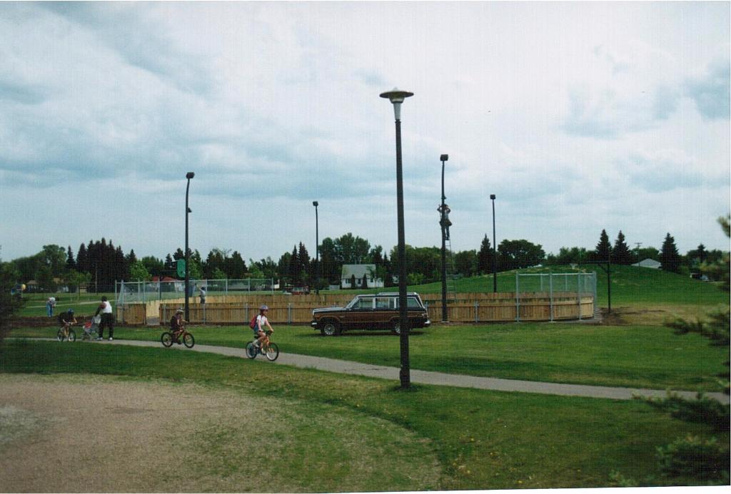 Rink building June 1995-9