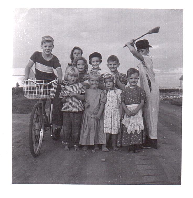 Vassie-Kids on 3100 blk Dieppe c1957-1