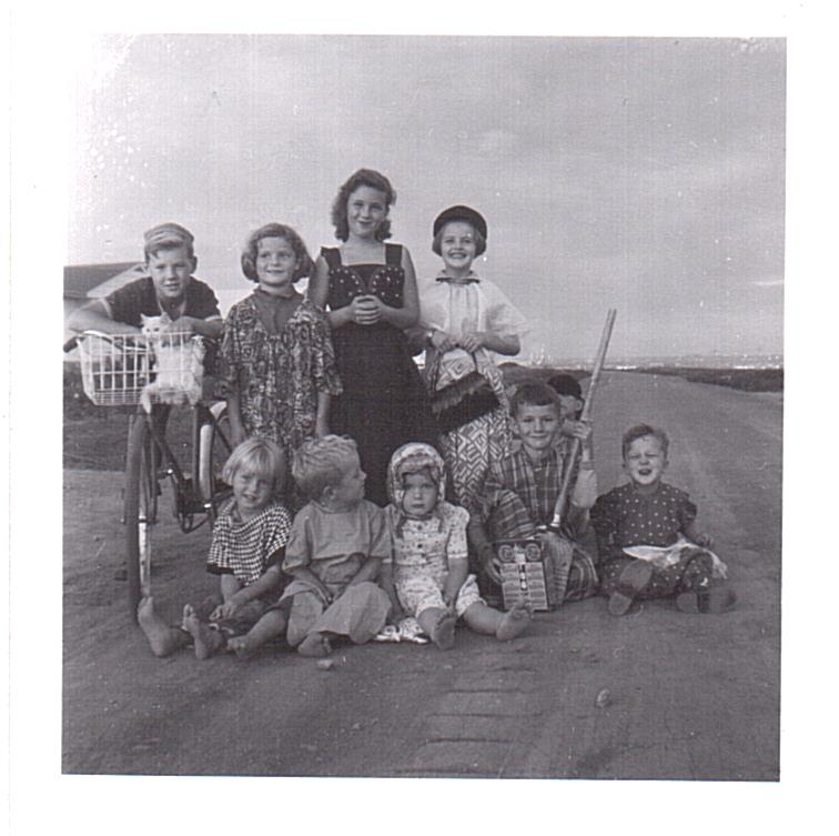 Vassie-Kids on 3100 blk Dieppe c1957-2