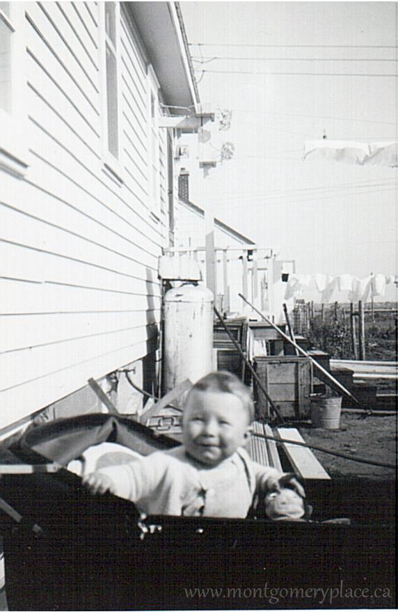Moonie-Family-3149-11th-St--Don-Laundry-on-line-Spring-1948