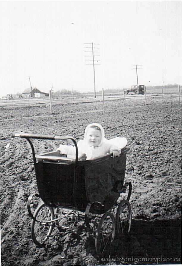 Moonie-Family-3149-11th-St--Don-in-carriage--July1948