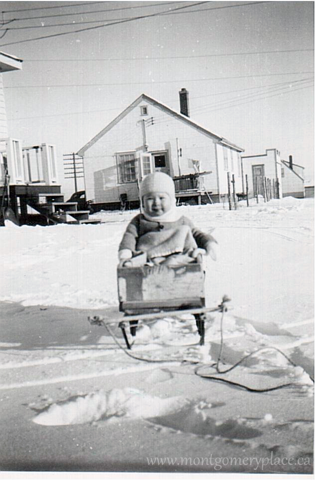 Moonie-Family-3149-11th-St--Don-in-sled-Mainland's-behind-1948