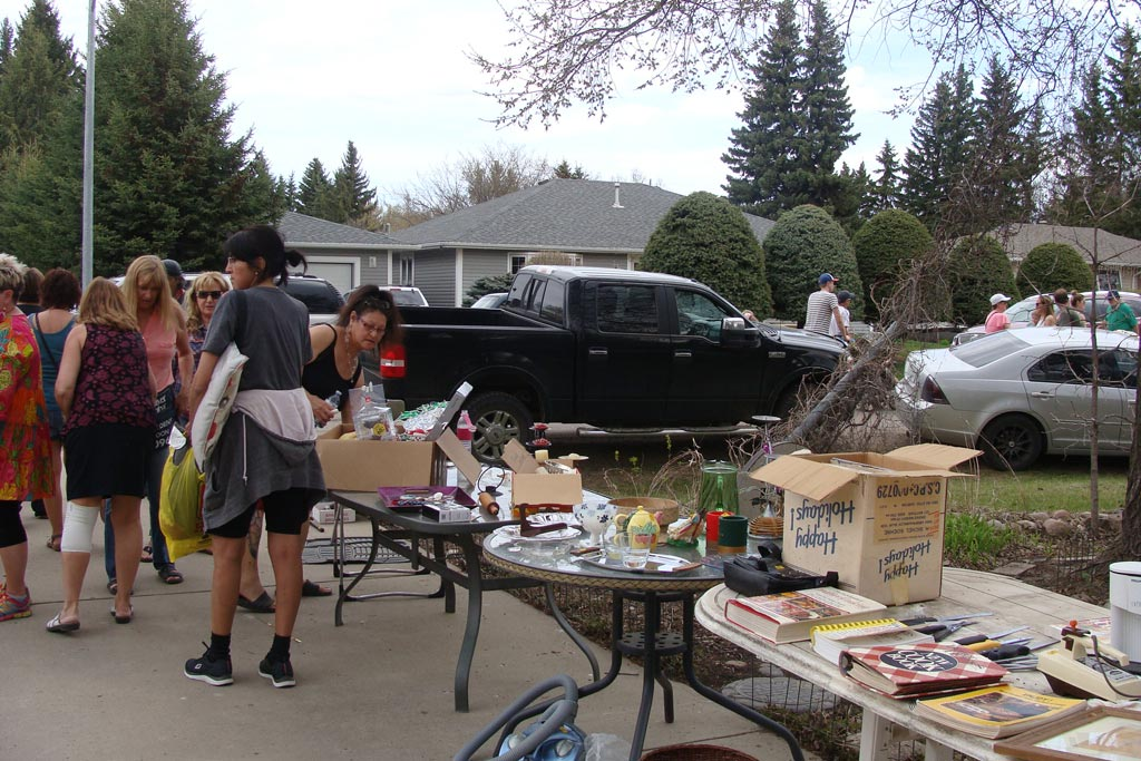 Community Garage Sale 2017 (7)