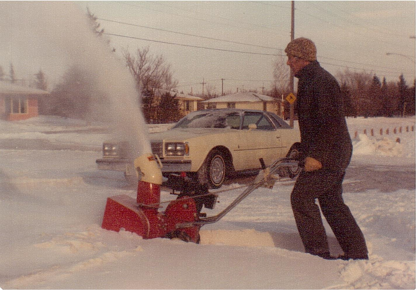 Bernie Newman snowblowing 3303 Caen St Dec1977 (1)